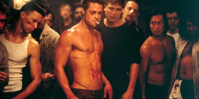 """Szene aus """"Fight Club"""": eine Gruppe durchtrainierter Männer"""