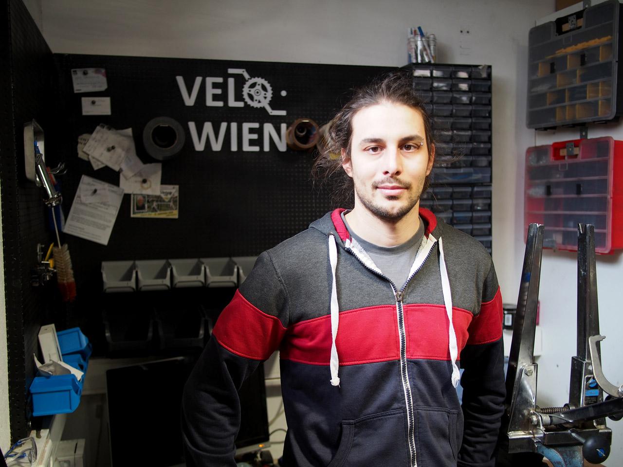 Patrick Fraubaum in seiner Radwerkstatt Velo Wien