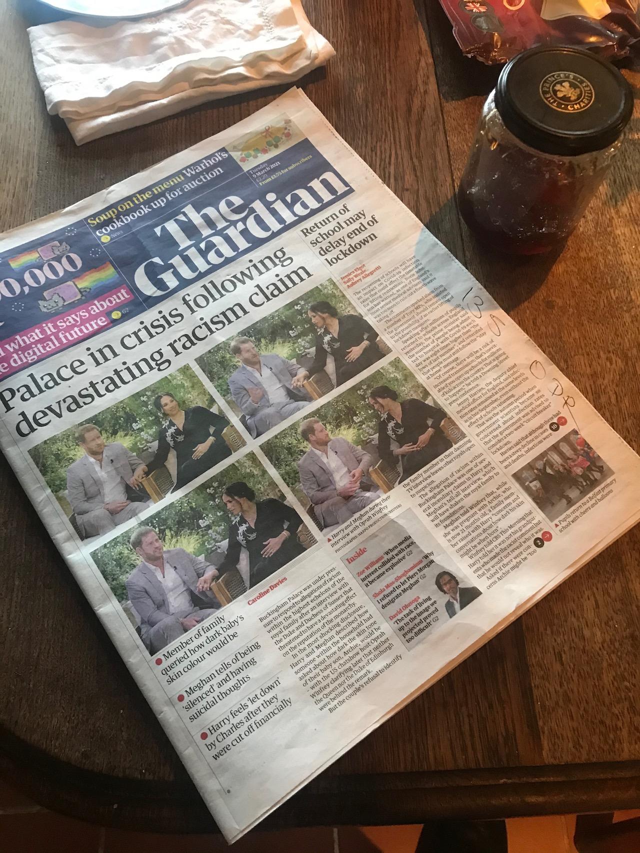"Guardian von heute: ""Palace in Crisis"""