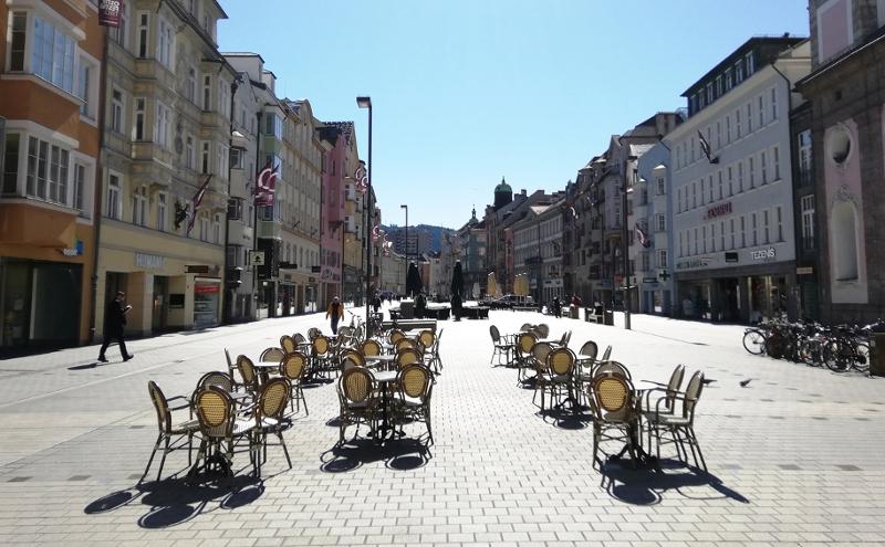 Leere Maria Theresien Straße in Innsbruck zum ersten Corona-Lockdown im März 2020