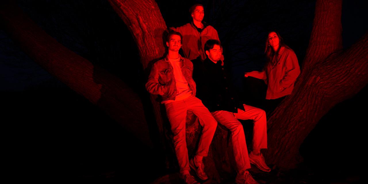 Die Band Wallners im Park im Dunkeln