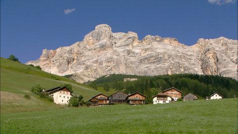Der Zauber der Dolomiten  Originaltitel: Geislerspitzen bis Gadertal