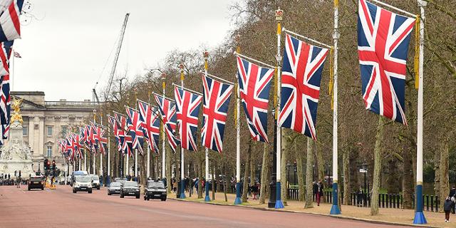 The Mall in London dekoriert mit vielen GB-Flaggen