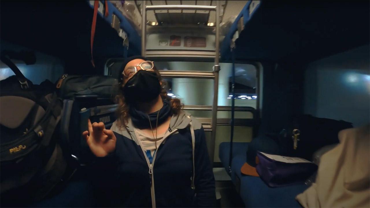 Manuela Mandl im Zug