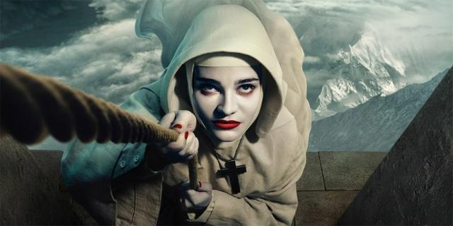 """Filmstills aus """"Black Narcissus"""", Nonne mit einem Handwerker"""