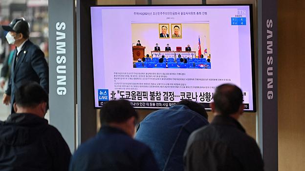 Absage Nordkoreas im TV in einem Bahnhof in Seoul