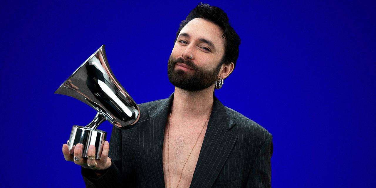Conchita hält einen Amadeus Award