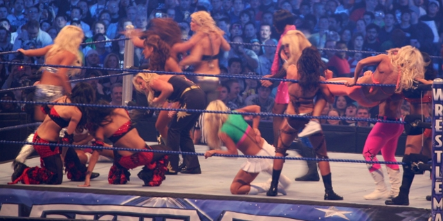 female wrestlers at wrestlemania 25