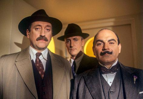 """Agatha Christie's Poirot Mord nach Fahrplan Originaltitel: Poirot """"The A.B.C Murders"""" (GB 1992), Regie: Andrew Grieve"""