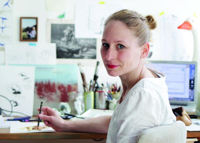 Pascale Osterwalder am Schreibtisch