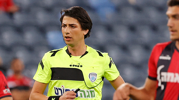 Sapir Berman Schiedsrichterin mit Transgender-Identität leitet Spiel inIsrael