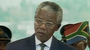 Nelson Mandela bei seiner Angelobung