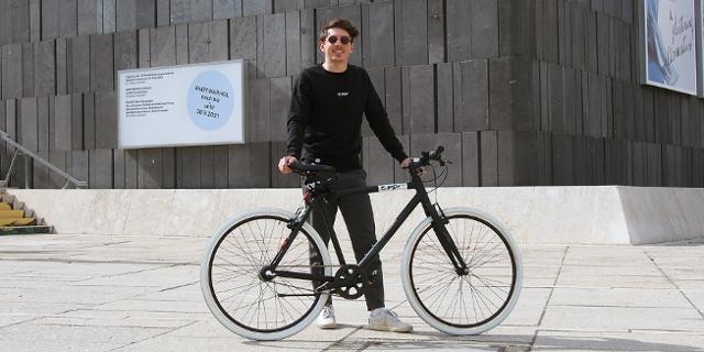 Stephan Ziegler mit einem Rad