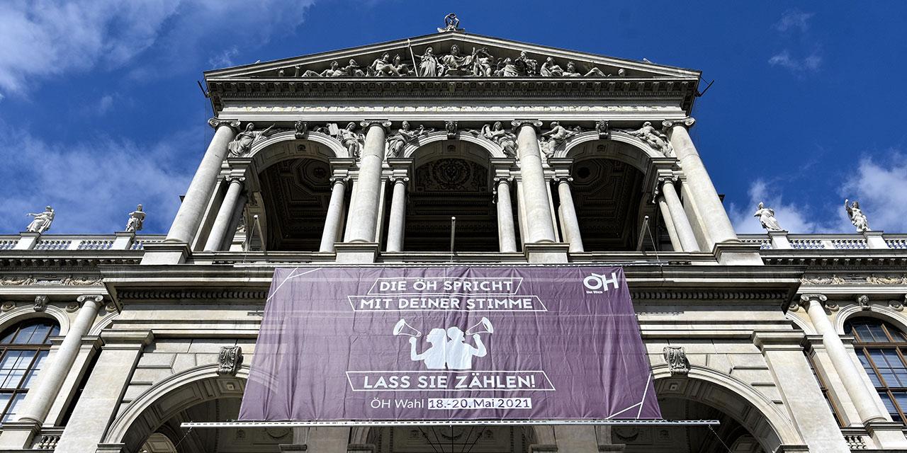 Universität Wien mit Wahlaufrufplakat zur ÖH-Wahl 2021