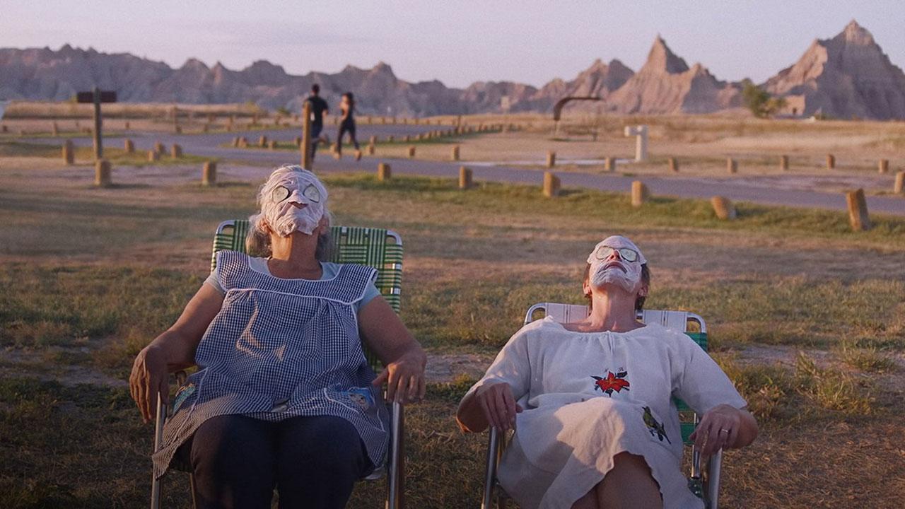 """Szenen aus """"Nomadland"""" mit FRances McDormand"""