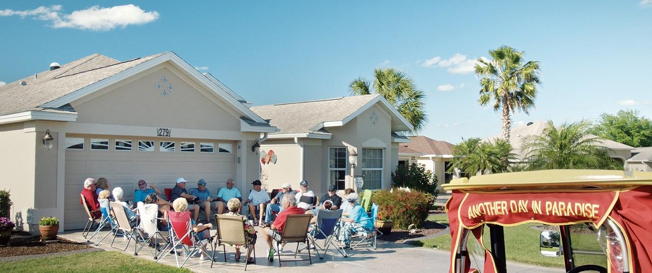 Garagenparty in einer Seniorenresidenz in Florida