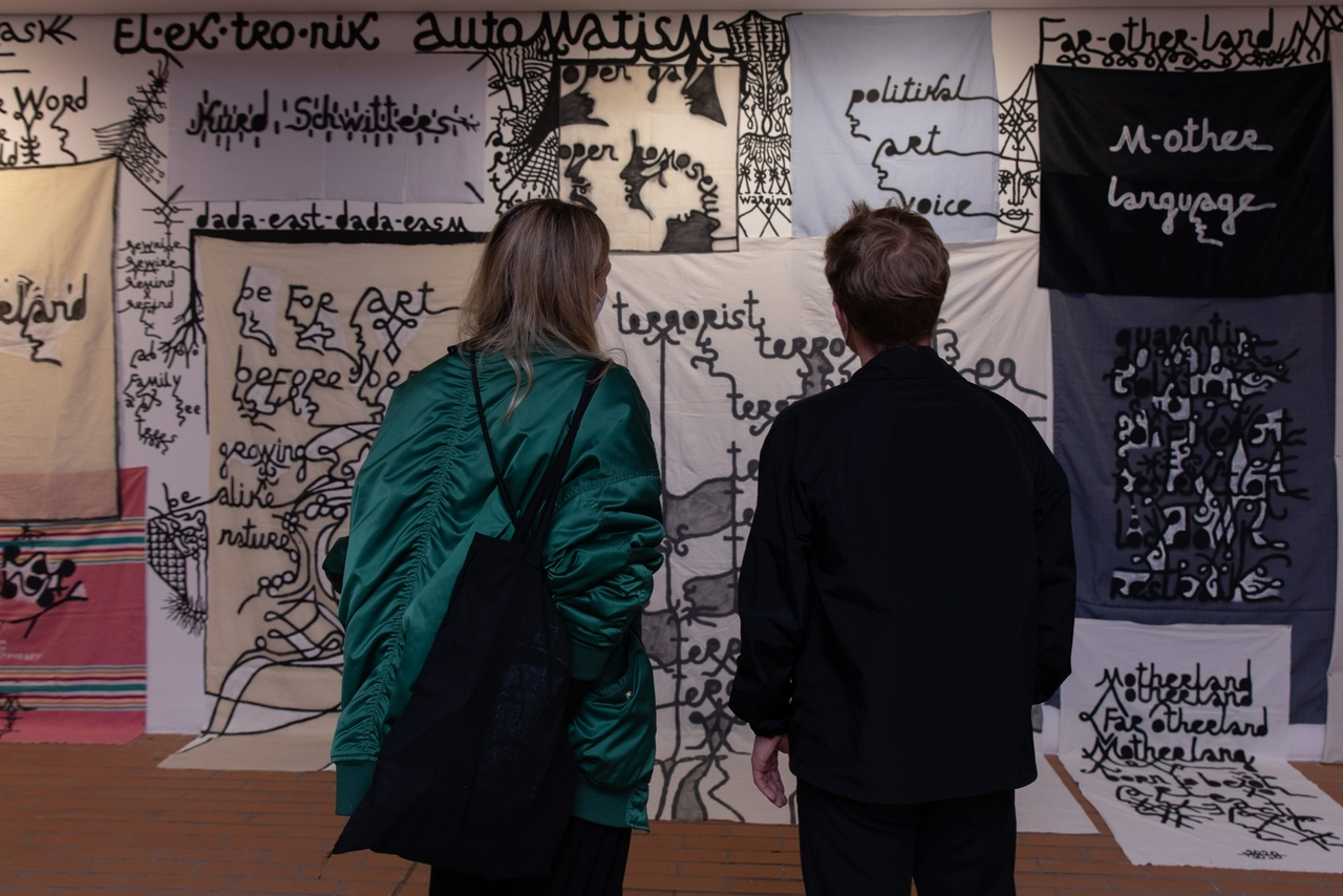 Ausstellungsansicht: And if I devoted my life to one of its feathers, Kunsthalle Wien 2021