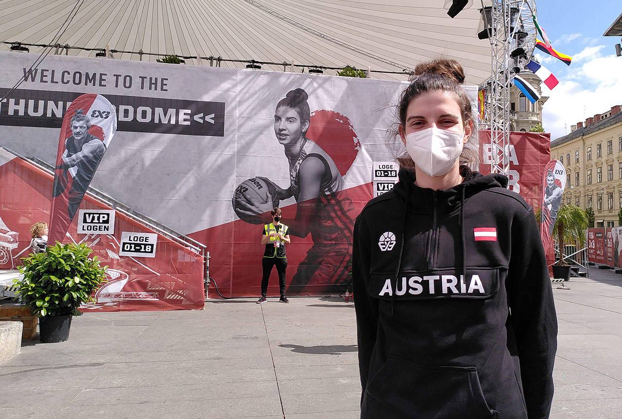 Anja Fuchs-Robetin vor dem temporären Basketballstadion in Graz