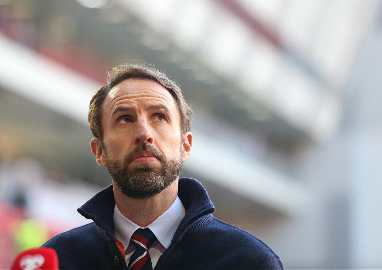Gareth Southgate blickt in die Luft