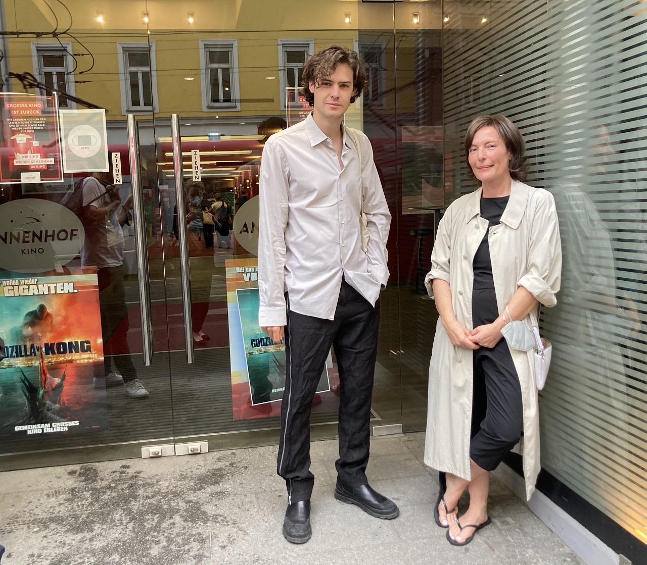 Thomas Prenn und Evi Romen auf der Diagonale vor dem Annenhof Kino in Graz.