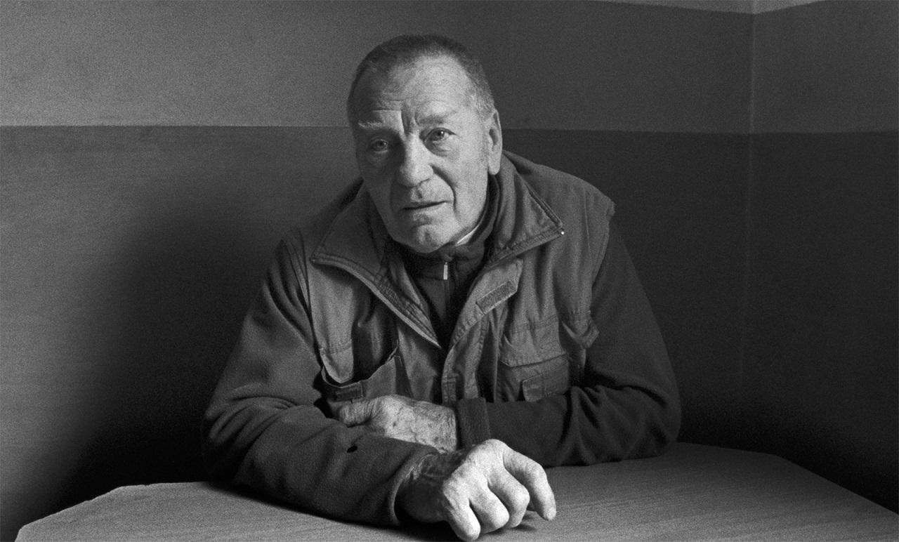 """Alois Schmutzer erzählt in der Doku """"Aufzeichnungen aus der Unterwelt"""" von Tizza Covi und Rainer Frimmel."""