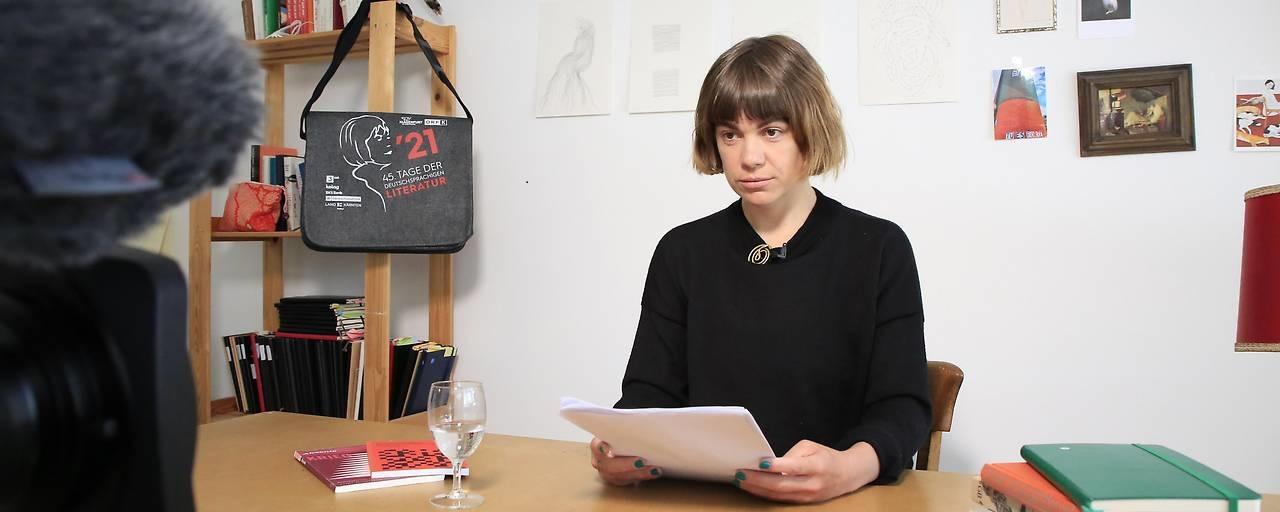 Julia Weber bei ihrer Lesung bei den 45. Tagen der deutschsprachigen Literatur.