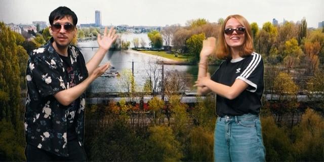 Christoph Sepin und Pauline Binder vor einer schönen Sommerlandschaft