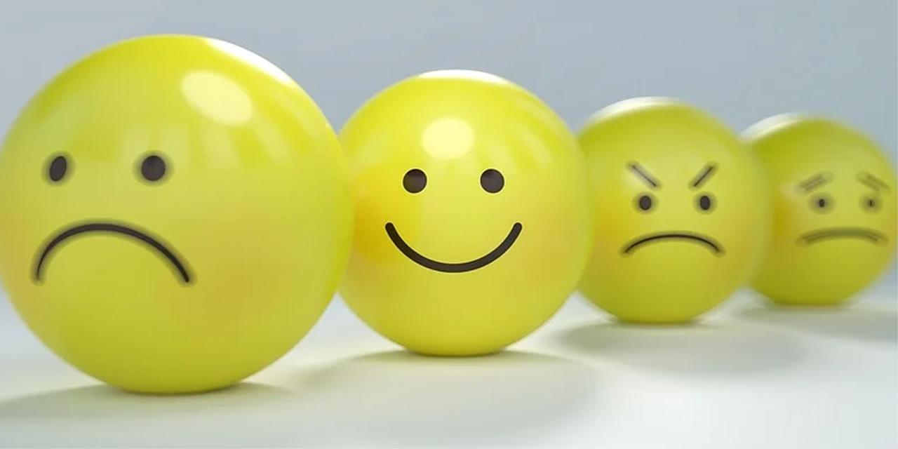 Gelbe Kugeln, die aussehen, wie verschiedene Smileys