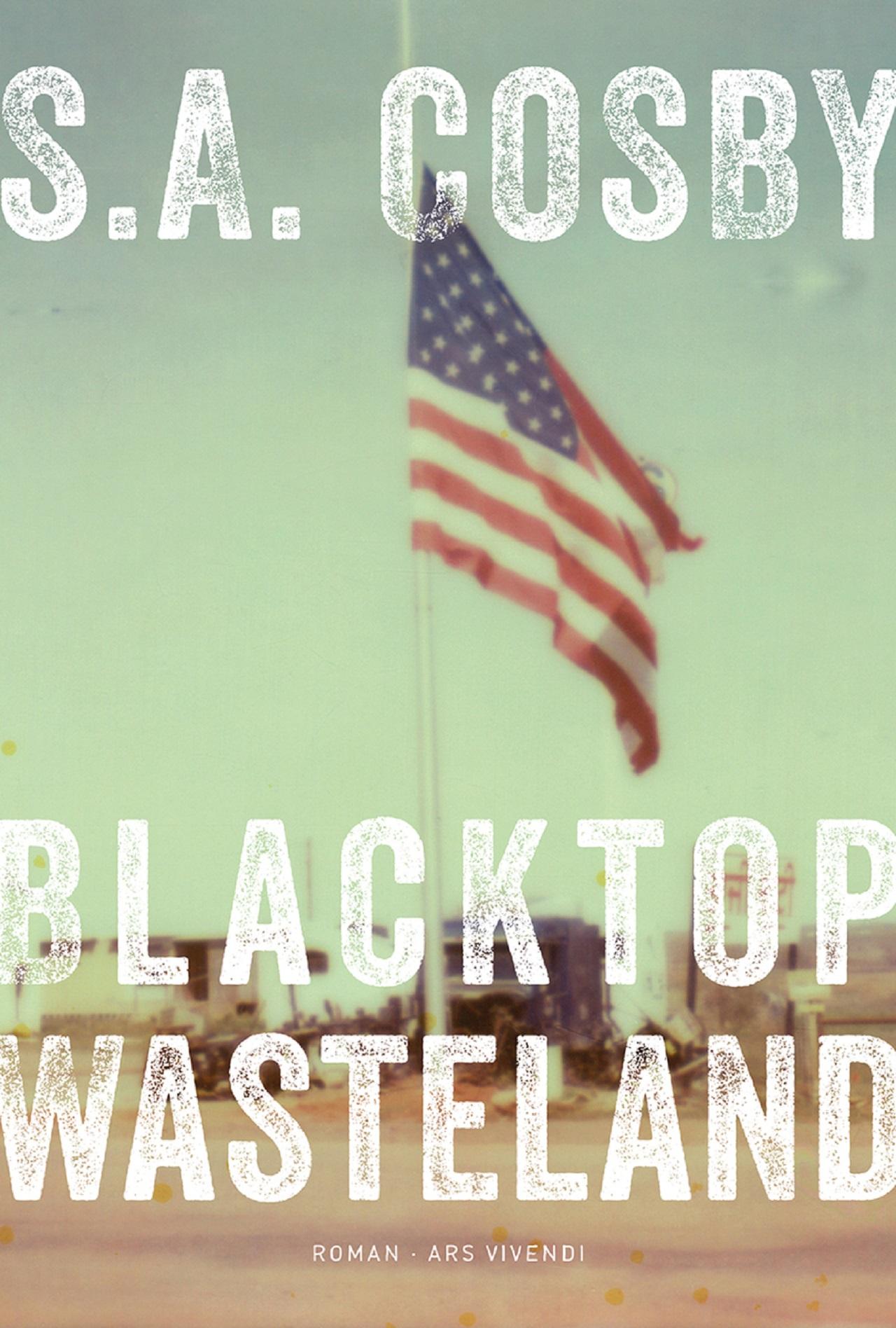 """Die US-amerikanische Flagge un eine kleine Werkstatt sind am Titelbild des Gangsterromans """"Blacktop Wasteland""""."""