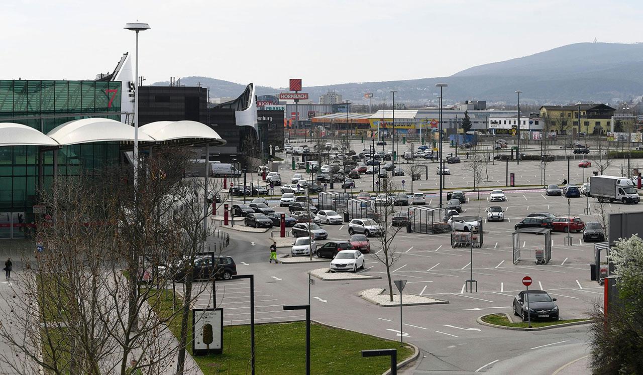 Versiegelte Verkehrsflächen bei der Shopping City Süd