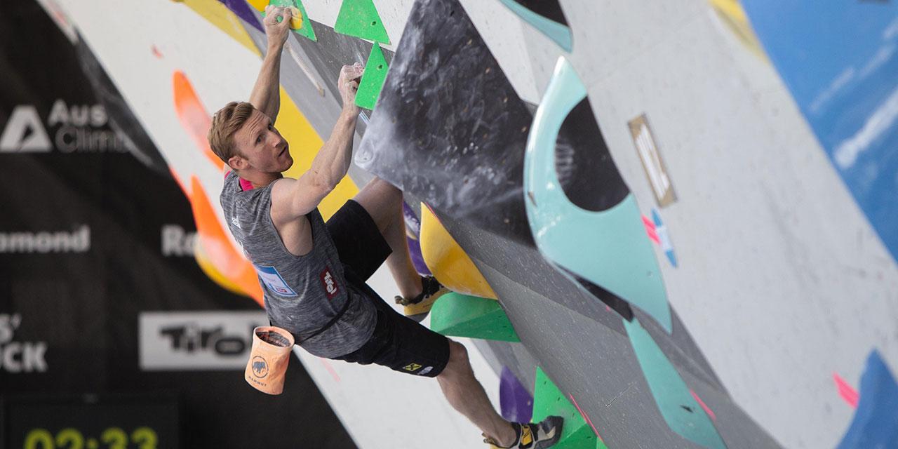Jakob Schubert klettert
