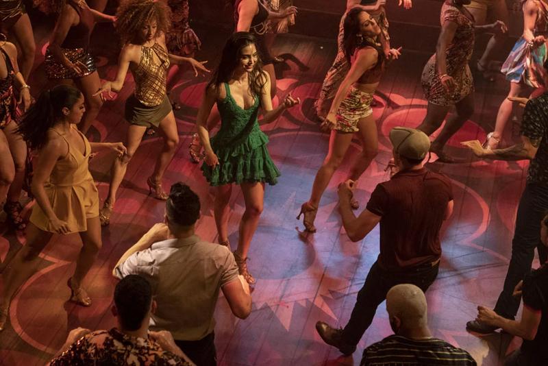 Viele Menschen auf einer Tanzfläche