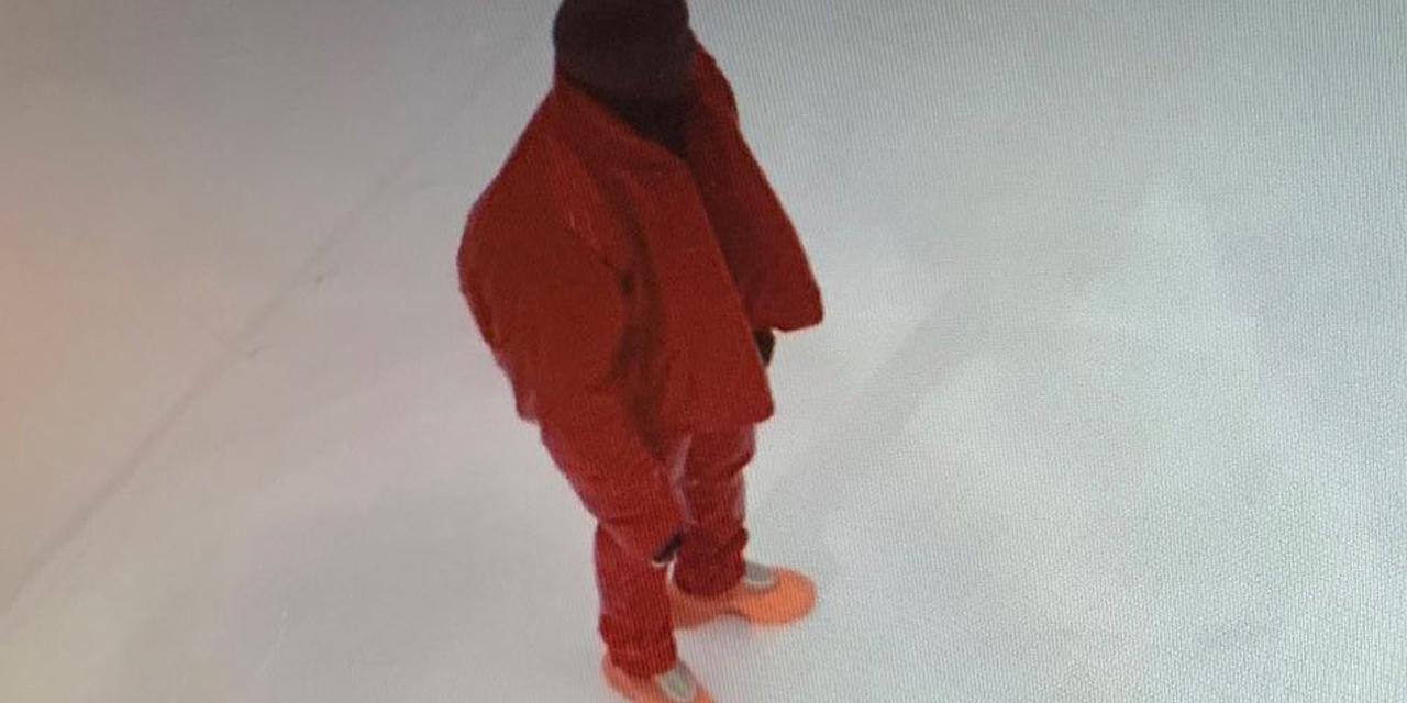 Kanye West steht alleine