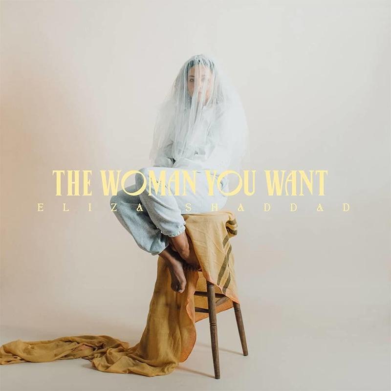 """Plattencover von Eliza Shaddads """"The Woman You Want"""". Shaddad sitzt mit Brautschleier auf einem Hochstuhl"""