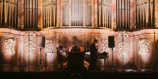 Fotos vom Elevate-Festival 2021 - Anna von Hauswolff an der Orgel