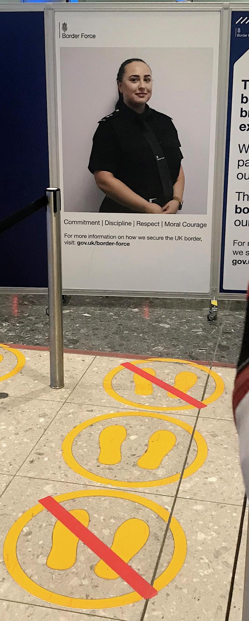 Plakat der UK Border Force in Heathrow