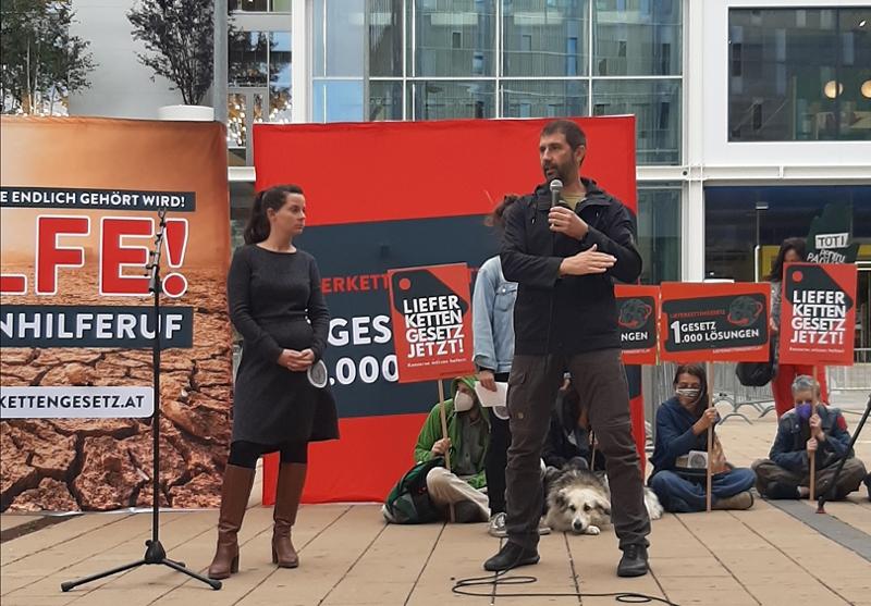 Demo bei der Ikea-Eröffnung in Wien