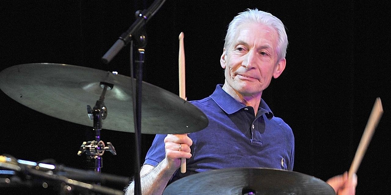 Rolling Stones Schlagzeuger Charlie Watts an den Drums
