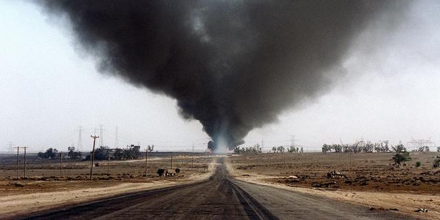 Brennende Ölfelder aus dem Golfkrieg