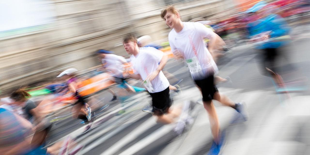 Läufer des 36. Vienna City Marathons am Sonntag, 7. April 2019, vor der Wiener Oper