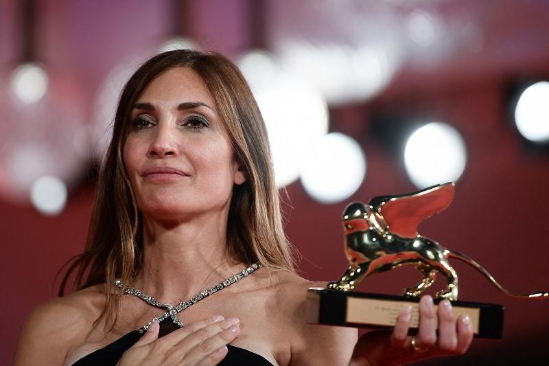 Regisseurin Audrey Diwan mit dem Goldenen Löwen