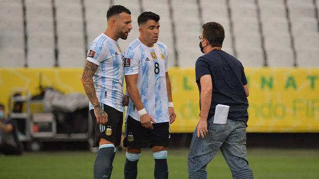 Behörden holen während WM-Qualifikation Fußballspieler vom Feld