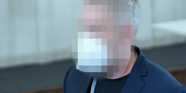 Julian H. im April 2021. Sein Gesicht ist auf dem Foto unkenntlich gemacht.