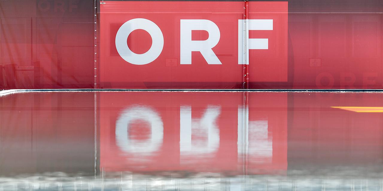 Das ORF-Logo spiegelt sich im Wasser