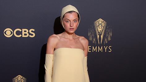 Emma Corrin bei der Emmy-Verleihung 2021