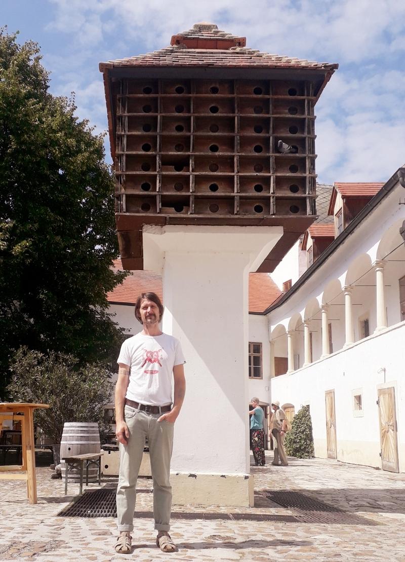 Thomas Pronai vor dem Taubenkobel