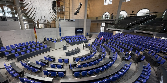 deutscher Bundestag Plenarsaal leer