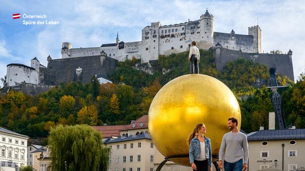 Urlaubsland Österreich, Städtetrip, Salzburg, Pärchen in Salzburg