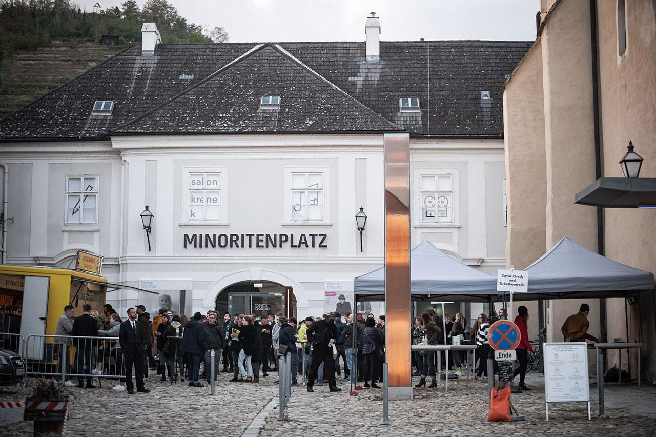 Acts beim Donaufestival 2021 - vor der Minoritenkirche