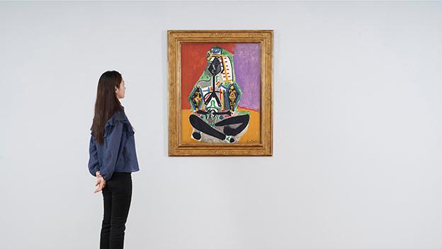 """Pablo Picassos Gemälde """"Hockende Frau in türkischem Kostüm (Jacqueline)"""""""